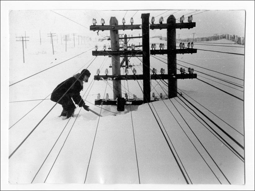 Зима здолала телефонні дроти